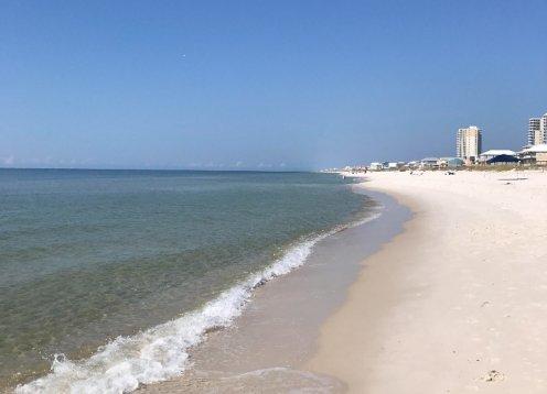 Sunshine and Tan Lines-easy Beach Access! 3br2ba,Pool&Beach view,Free WIFI